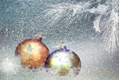 De decoratie van Kerstmis op de sneeuw Royalty-vrije Stock Foto's
