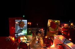 De decoratie van Kerstmis op zwarte achtergrond royalty-vrije stock foto's