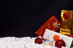 De decoratie van Kerstmis op zwarte achtergrond royalty-vrije stock fotografie