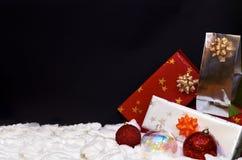 De decoratie van Kerstmis op zwarte achtergrond royalty-vrije stock foto
