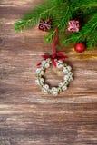 De decoratie van Kerstmis over houten achtergrond Royalty-vrije Stock Afbeelding