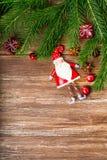 De decoratie van Kerstmis over houten achtergrond Stock Afbeeldingen