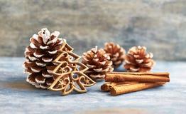 De decoratie van Kerstmis Vector versie in mijn portefeuille De tijd van Kerstmis Rustieke houten achtergrond royalty-vrije stock afbeelding