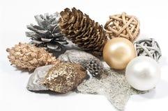 De decoratie van Kerstmis in zilveren en gouden Stock Foto