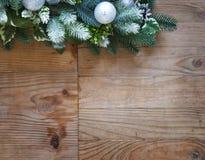 De decoratie van de Kerstmisspar met sparappel en ballen Stock Fotografie