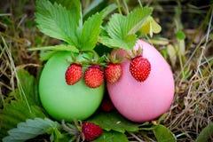 De decoratie van Pasen met aardbeien Royalty-vrije Stock Fotografie