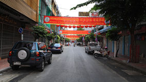 De decoratie van rode Chinese lantaarns bij dorp in de stad van China Royalty-vrije Stock Fotografie