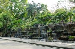 De decoratie van de watereigenschap die in Kuala Lumpur Perdana Botanical Gardens wordt gevestigd stock foto's