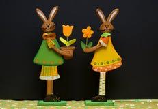 De decoratiebloemen en hazen van Pasen Stock Afbeelding