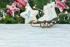 De decoratieconcept van de Kerstmisvakantie met Kerstmisspeelgoed stock foto