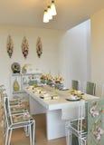 De decoratiepatroon van de Dinningsruimte met dinerlijst Royalty-vrije Stock Foto