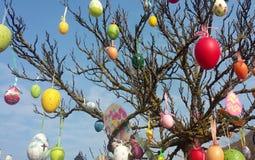 De decoratieve bomen van Pasen in Hongarije stock fotografie