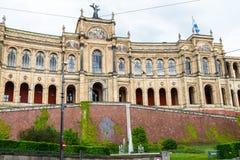 De decoratieve bouw buiten in München Stock Foto's
