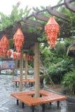 De decoratieve lantaarn in de binnenplaats Stock Afbeeldingen