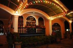De decoratieve lichten van het huis bij nacht Stock Foto's