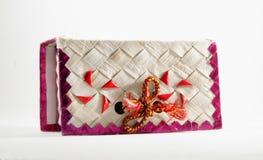 De decoratieve Met de hand gemaakte doos van de huwelijkscake Stock Fotografie