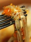 De deegwaren van Chichen met vork Stock Foto's