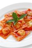 De deegwaren van de ravioli met tomatensaus, Italiaans voedsel Royalty-vrije Stock Afbeelding
