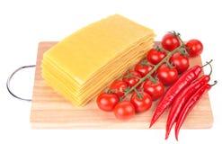 De deegwaren van lasagna's met tomaat en peper royalty-vrije stock fotografie