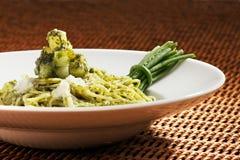 De deegwaren van Pesto zijn een Italiaans voornaamste voedsel Stock Foto