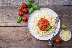 De deegwaren van de spaghetti met tomatensaus Stock Afbeeldingen