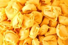 De deegwarenachtergrond van Tortellini Stock Afbeelding