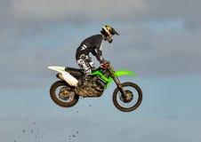 De deelnemer van de motocrosspraktijk in Tain MX, Schotland. stock afbeeldingen