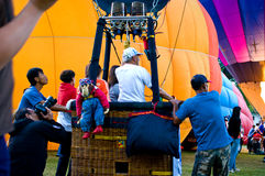 De deelnemers blazen - omhoog hun ballons Royalty-vrije Stock Afbeeldingen