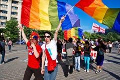 De deelnemers paraderen bij Vrolijke Parade Fest Royalty-vrije Stock Afbeelding