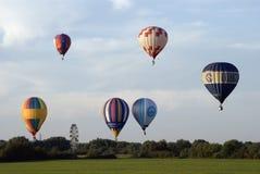 De deelnemers van de avondvlucht van het Festival van het ballooning royalty-vrije stock foto's