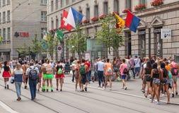 De deelnemers van de straatparade Stock Foto's
