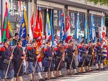 De deelnemers van de Zwitserse Nationale Dag paraderen in Zürich Royalty-vrije Stock Afbeelding