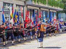 De deelnemers van de Zwitserse Nationale Dag paraderen in Zürich, Switzer Stock Afbeeldingen