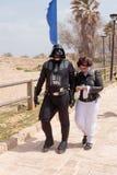 De deelnemers van festival kleedden zich als Darth Vader en Prinses Lei Royalty-vrije Stock Foto's