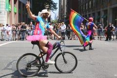 De deelnemers van LGBT Pride Parade in de Stad van New York Stock Foto's