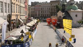 De deelnemers van 72ste Tour DE Pologne het cirkelen 7de stadium rennen stock footage