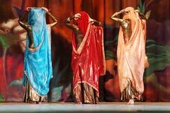 De deelnemers van Superioriteit Bellydance van Moskou dansen Stock Foto