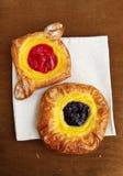 De Deense gebakjes van de kers en van de bosbes Royalty-vrije Stock Afbeelding