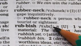 De definitie van het vuilniswoord in woordenboek, die milieuvervuiling verminderen, recycleert stock video