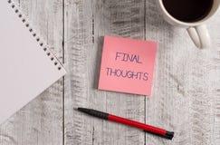 De Definitieve Gedachten van de handschrifttekst Concept die de conclusie of de laatste zinnen betekenen binnen uw Stationaire co stock foto's