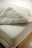 De dekking van de matras en van het bed Royalty-vrije Stock Fotografie