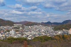De dekking van het de woonplaatsgebied van Osaka met rond berg Royalty-vrije Stock Fotografie