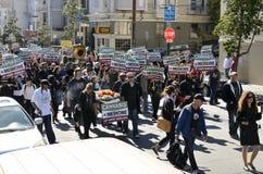 De demonstratie van de pro-cannabis en onecht begrafenismaart Stock Fotografie