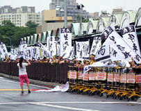 De demonstratiesystemen protesteren een Controversiële Nieuwe Weg Stock Afbeelding
