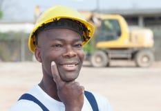 De denkende Afrikaanse arbeider heeft een idee Stock Afbeelding