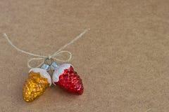 De denneappels van het de decoratieglas van Kerstmis Stock Afbeeldingen
