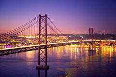 De der Brücke 25 April - Lissabon Stockfoto