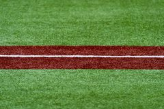 De derde basis met een wit maakt lijn waterdicht honkbal stock foto's