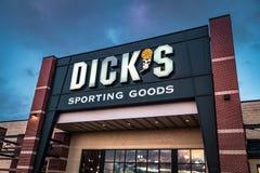De detailhandelteken en embleem van Dicks Sportief Goederen Stock Foto's