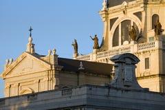 De Details van de Kathedraal van Almudena in Madrid Stock Foto's